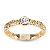 Zdjęcie Złoty pierścionek z diamentem #13